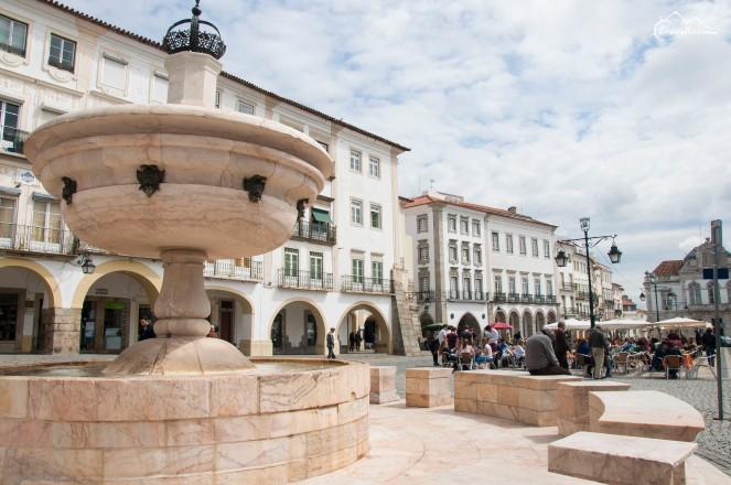 Plac Giralda, Evora