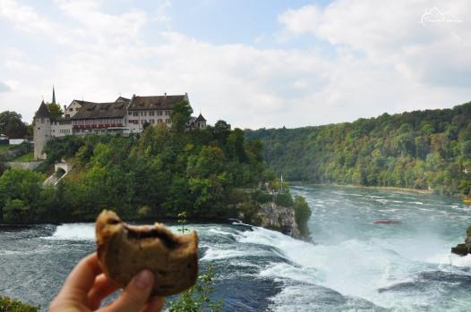 przerwa na kanapkę z widokiem na Rheinfall